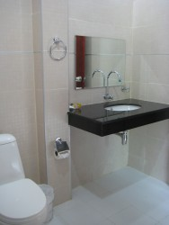 B06.Bathroom.jpg