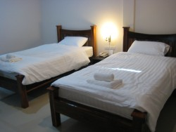 B02.Deluxe Room (Twin Beds).jpg